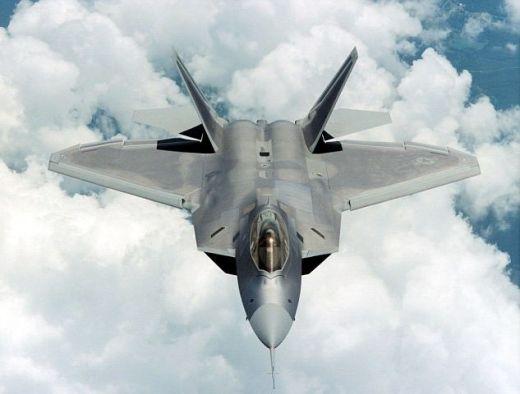"""Тотална излагация! Непобедимият Ф-22 """"Раптор"""" бе приземен от... пчели"""