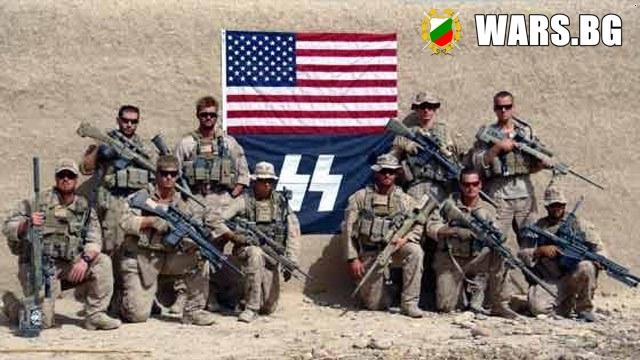 2010 г., Афганистан. Първи разузнавателен батальон на контингента на американската морска пехота позира с флага на SS (Schutzstaffel) – редом с националния флаг на САЩ.