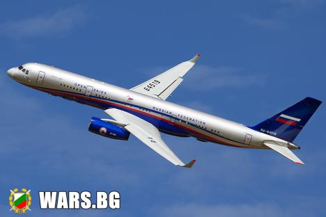 Легалният шпионин: руският самолет Ту-214ОН устремено лети в небето