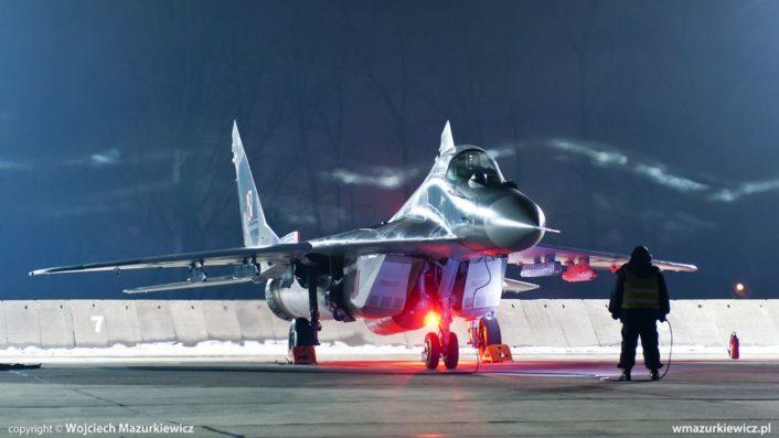 Нощни полети с МиГ-29 в Полша (снимки)