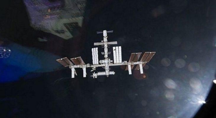 """Руски специалисти предлагат """"огледало"""" в космоса да осветява Земята нощем"""
