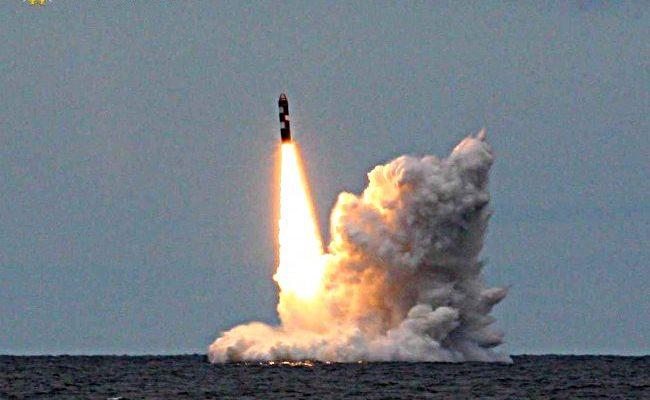 """Балистичната ракета """"Булава"""" е приета на въоръжение в Русия"""
