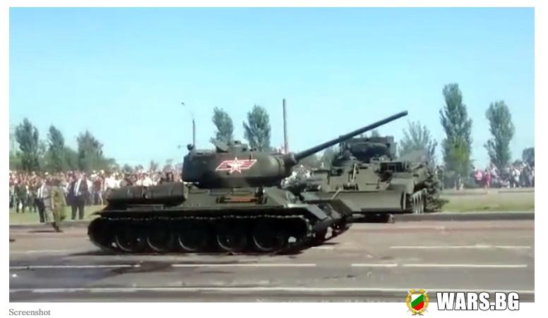 ВИДЕО: Легендарният T-34 поведе парадната колона по повод 75 г. от победата в Битката при Курск