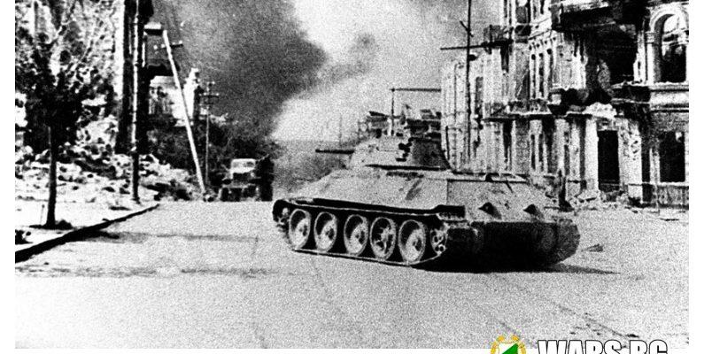 """Как жените в съветските танкове """"отвяват"""" нацистите"""