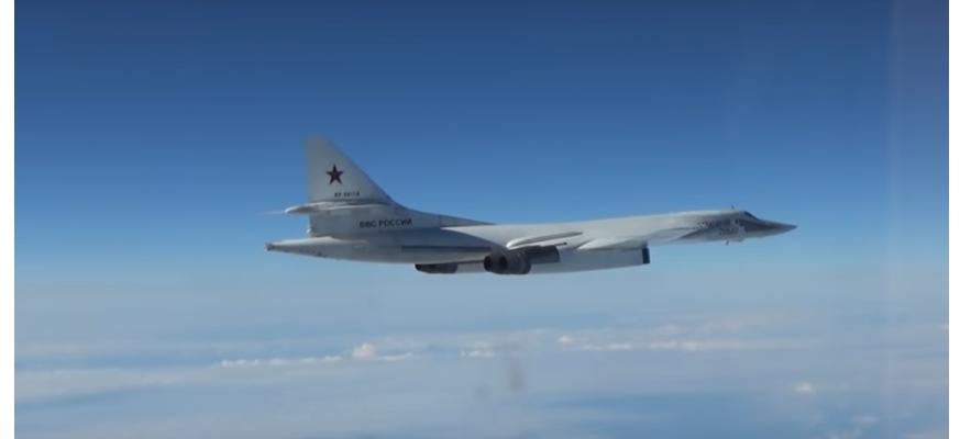 """ВИДЕО: Вижте красивия полет на два """"Бели лебеда"""" над северните морета"""