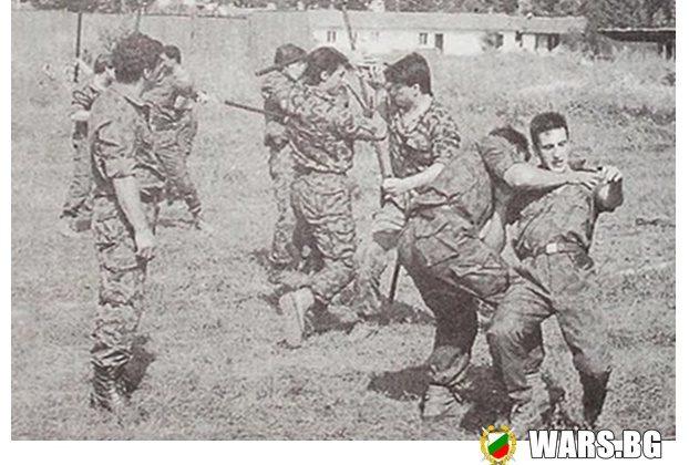 През 1979 година се създават страховитите Червени Барети! Вижте кои бяха хората без лица!