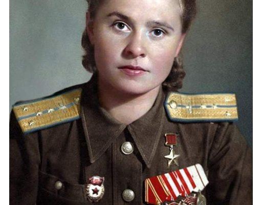 Историята на Мария Долина- зам командир на авиационен полк-бомбардирала немски летища със 45 тона бомби