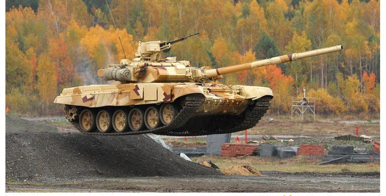 ВИДЕО: Заснеха противотанкова ракета, която поразява движещ се Т-90А