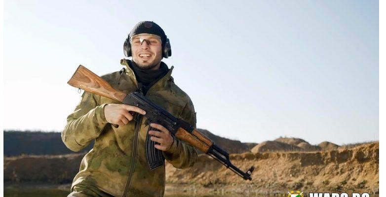 ВИДЕО: Ще успее ли AK-47 да издържи теста на блатата, пясъка и калта?